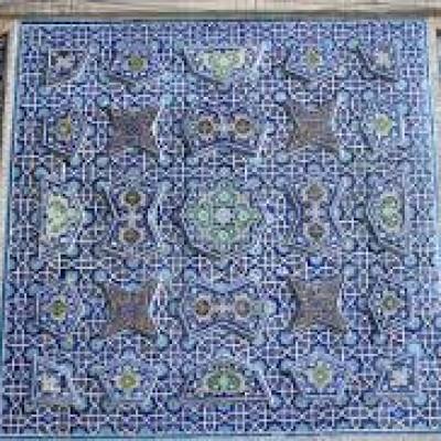 قاب کاشی تزيينی با نقوش اسليمی در ايوان جنوبی مسجد جمعه (جامع) اصفهان
